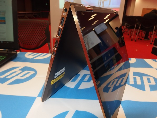 hp-spectre-13-x360-limited-edition-stand2
