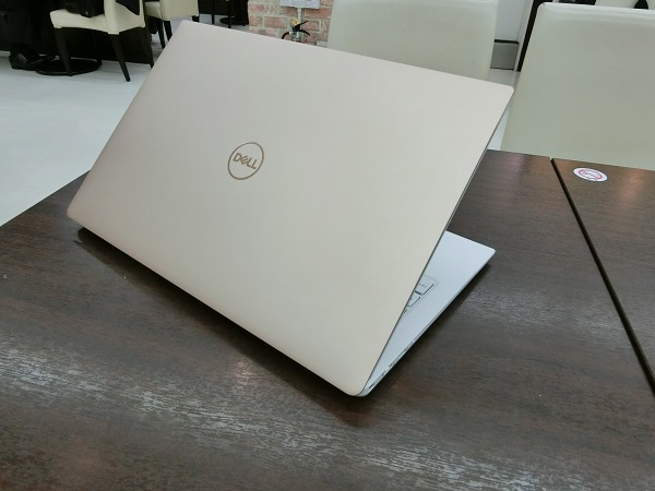xps-13-rosegold-2018-top2